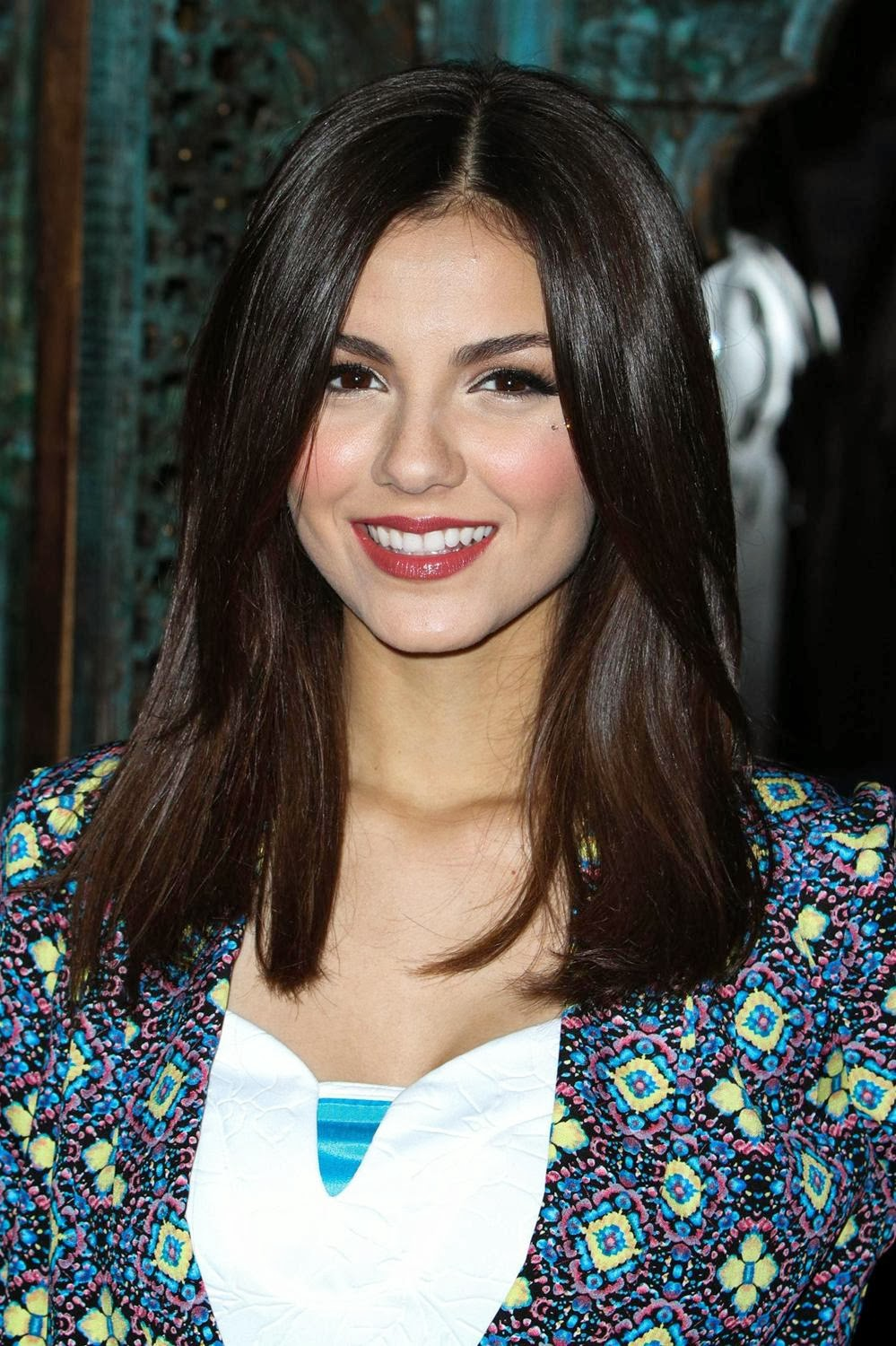 Www celebtiger com beautiful singer victoria justice at the house of