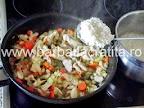 Orez cu pui si legume preparare reteta