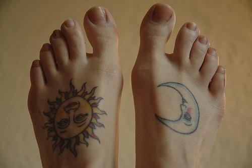 Тату солнца и луны ноги