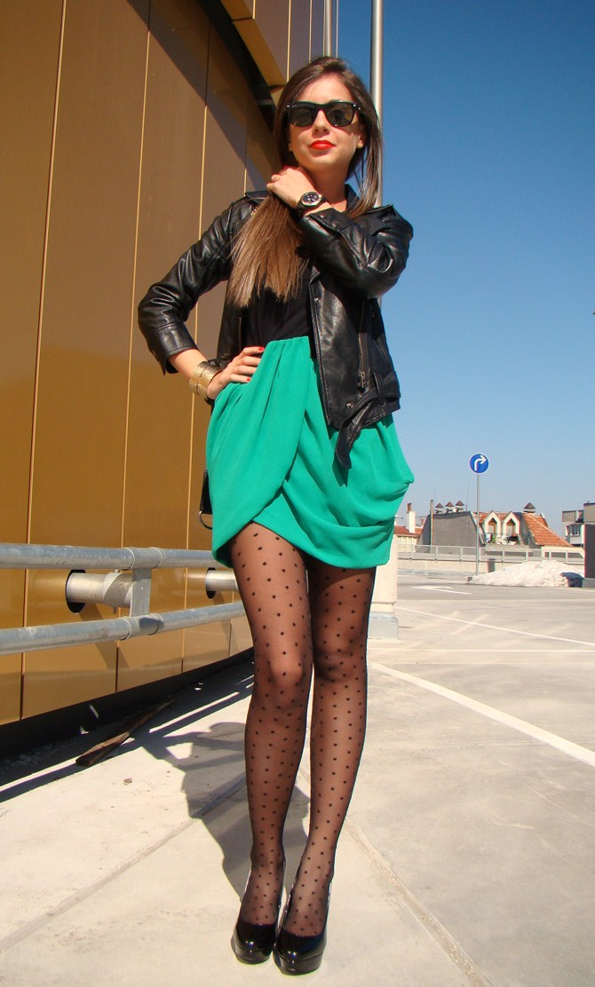 fashion bloggers wearing tulip skirt, h&m green tulip skirt, fashion bloggers wearing dot tights, how to wear dot tights, the dots tights trend