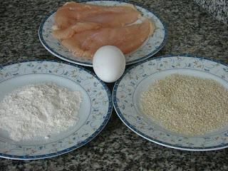شرائح الدجاج بالزنجلان (السمسم)مقرمشة ولذيذة والطريقة بالخطوات المصورة