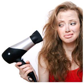 Comment la chaleur affecte nos cheveux (lissage, brushing,…) ?