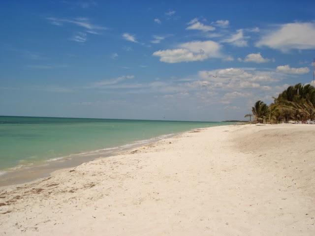Hablemos de telenovelas lugares de telenovela playa escondida una vista de la playa despejada de casetas thecheapjerseys Image collections