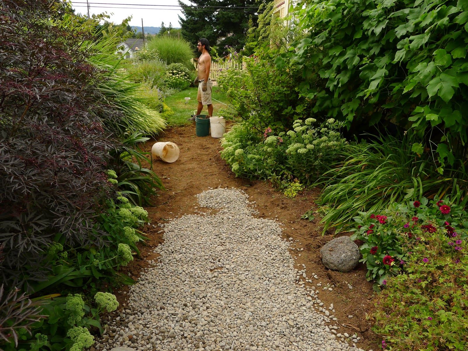 Jeffrey bale 39 s world of gardens august 2011 for Laying river rock
