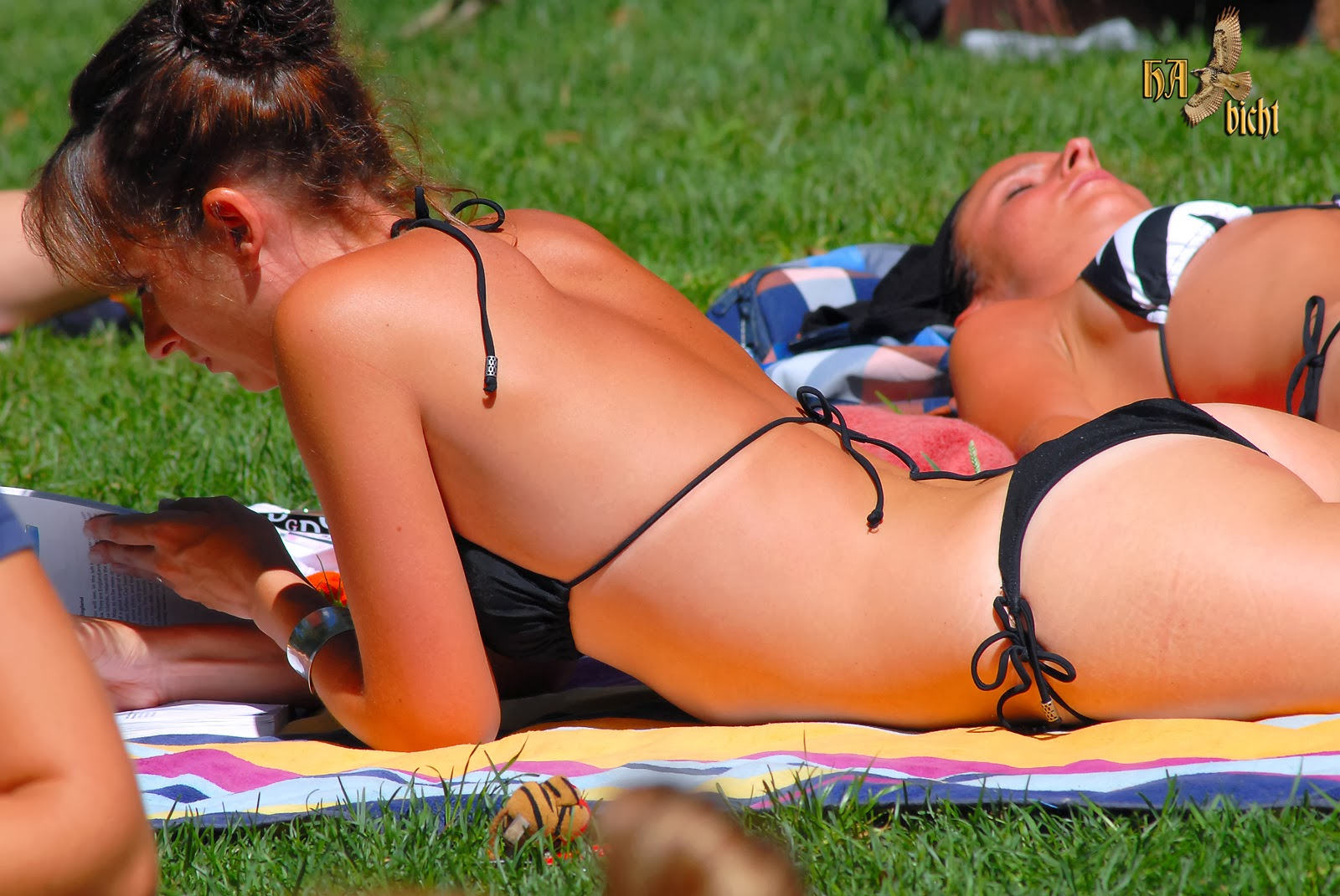 Chica Culona Captada Tomando Sol En Parque