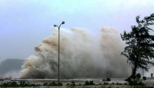 Hải Phòng tan hoang sau bão Bebinca