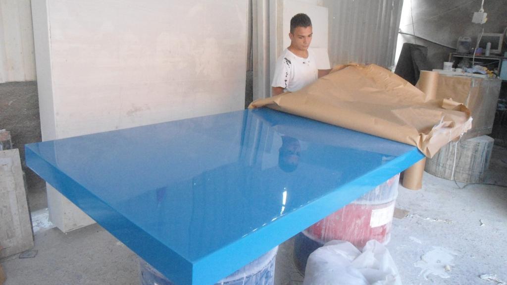 Resinatto design mesa de resina com cristal resinatto for Mesas de jardin de resina