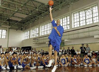 Kareem enseñando el sky hook