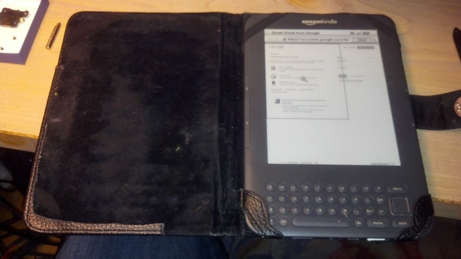 Siliconfish: Repaired Kindle 3 Keyboard 3G that was freezing