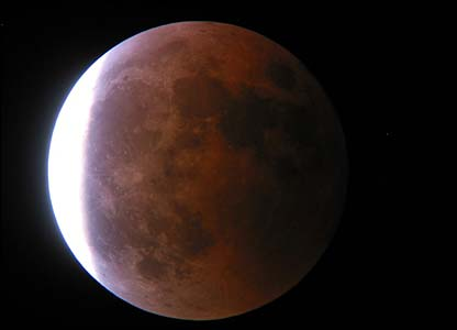 [Image: Gerhana-bulan-total-dini-hari-sepanjang-...uku-05.jpg]