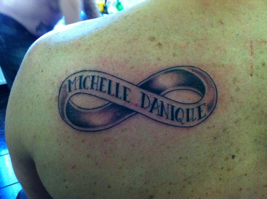 nome tattoo com simbolo do infinito