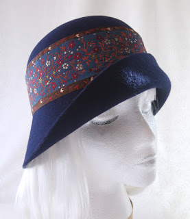 Navy 1920s-style Cloche