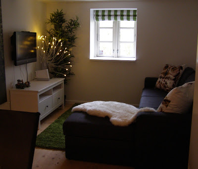 billede over sofaen