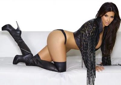 Foto Seksi Kim Kardashian Merangkak Berlingerie