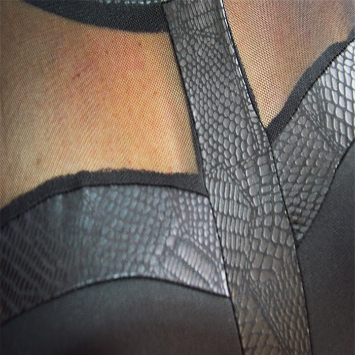 Vestidos_negro_elegante_cuello_redondo