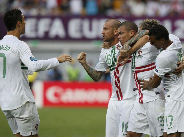 Portugal supera falhas de C. Ronaldo, bate Dinamarca e se recupera