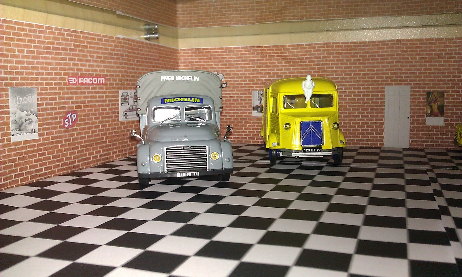 Miniatures citro n garage diorama decorating showcase - Garage miniature citroen ...