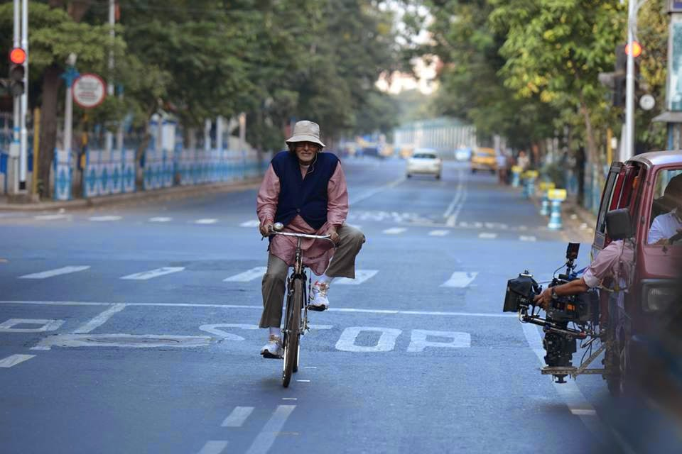 Amitabh Bachchan at PIKU' on location galleries posted by Big B