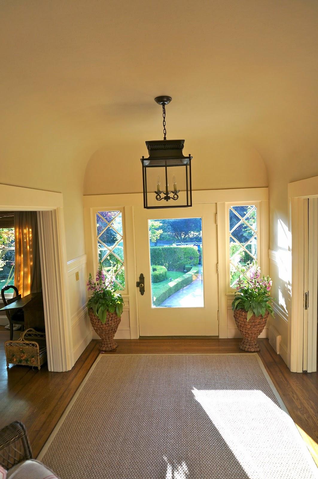 vignette design the foyer gets an update. Black Bedroom Furniture Sets. Home Design Ideas