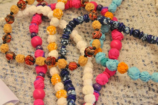 kangashelmet, fabric beads