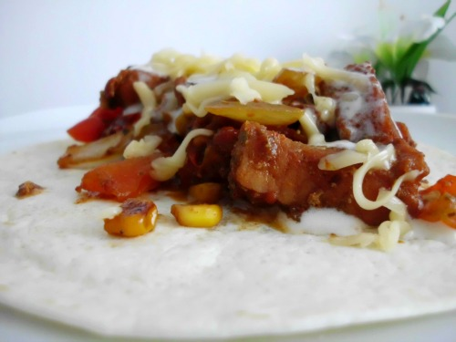 30-Minute Pork Fajitas - a delicious family-friendly Mexican dinner recipe that is packed full of veggies and comes together in 30 mins! | www.happyhealthymotivated.com