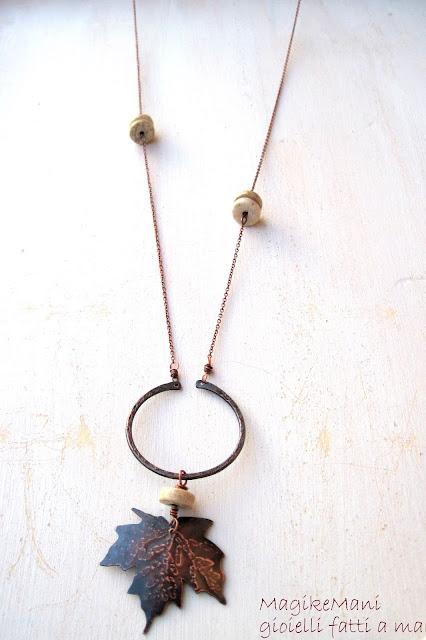 collana in rame con foglia d'acero