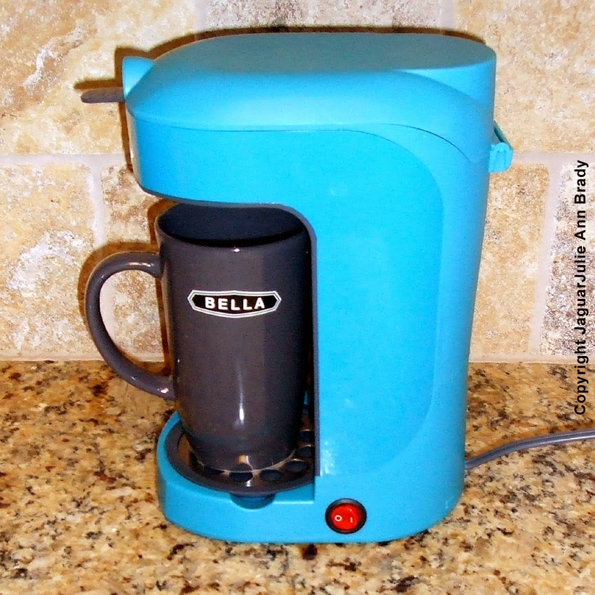 Blondes that DIY: Bella One Scoop One Cup Coffee Maker