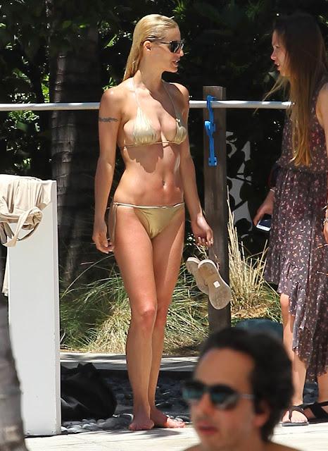 Lifestylebay Michelle Hunziker Hot Photos In Golden Bikini