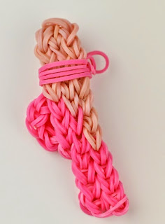 http://loomlove.com/make-ballet-slipper/