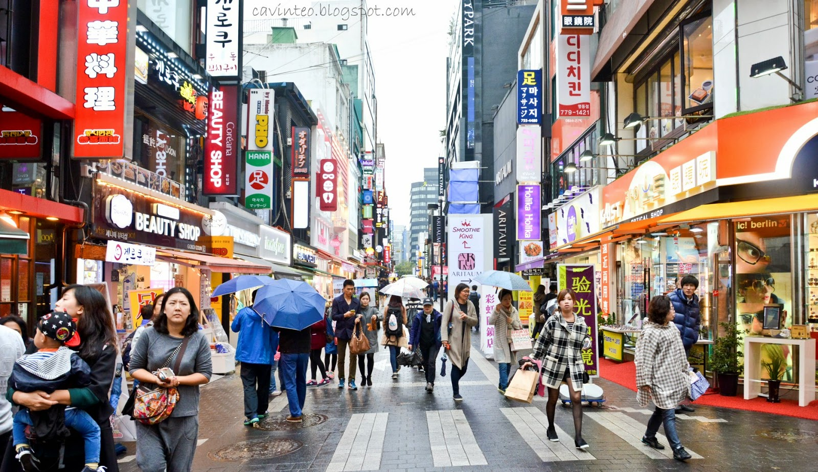 8 Fakta Unik Myeongdong, Korea Selatan, dari Barang Gratisan hingga SPG Kece ala Boyband