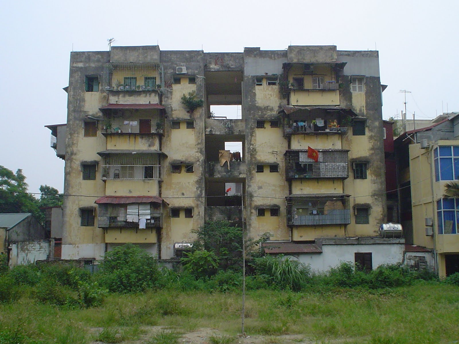 Outskirt building in Hanoi Vietnam. Pictures Hanoi   Vietnam   Guide of Vietnam   Vietnam Blog   Vietnam