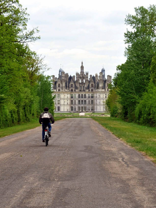 Visiting+all+the+castles+in+the+Loire+Valley,+in+France,+by+bike+is+probably+on+the+bucket+list+of+many.+-+18+Amazing+Places+You+Should+Ride+Your+Bike+Before+You+Die.jpg