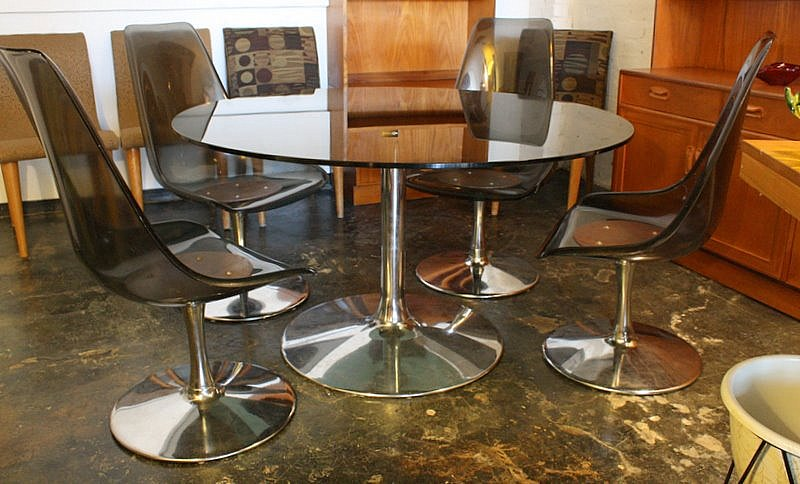 Ordinaire Chromcraft Glass Topped Table With Smoked Acrylic Chairs