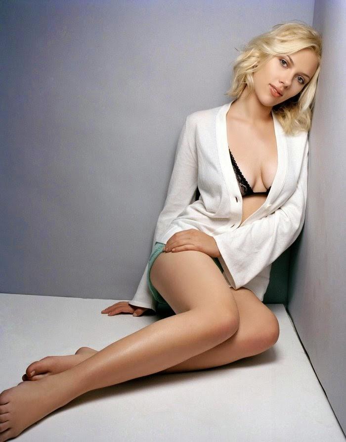 cleavage tits Scarlett Johansson boobs nudes