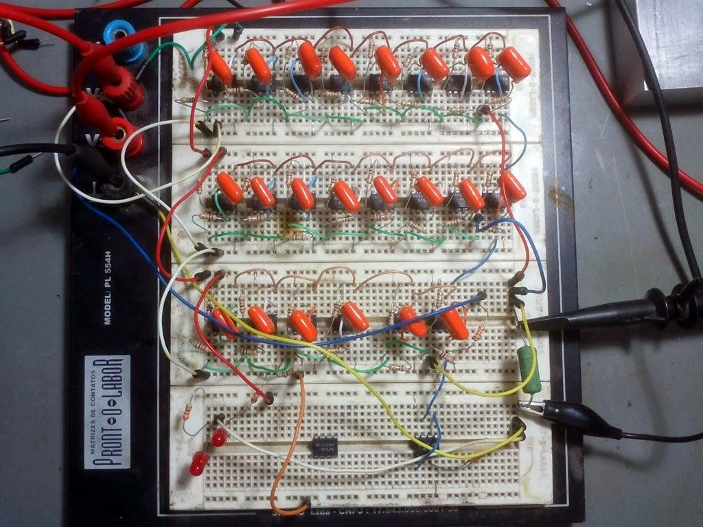 Amplificador montado no protoboard