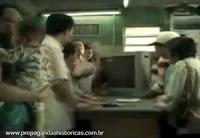 Propaganda da TV Semp Toshiba para o ano 2000. Bom humor para promoção do aparelho.
