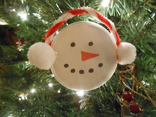 Snowman ornament from a Pringle's lid