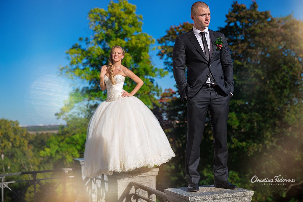 статный жених и игривая невеста