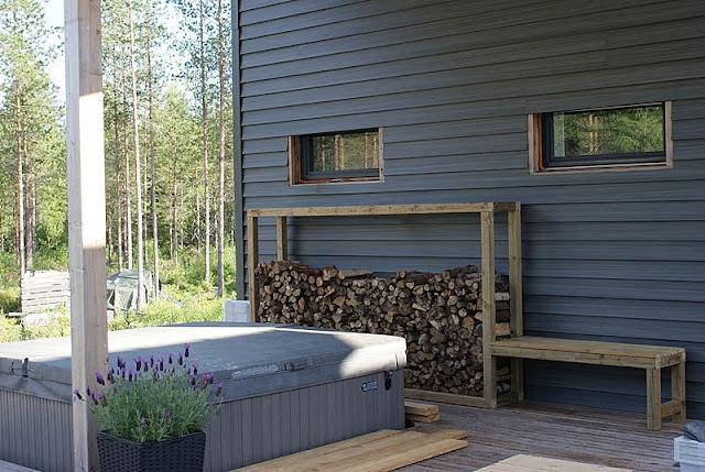 sauna, mökki, saunatupa, lehtikuusi, laventeli, ulkoporeamme