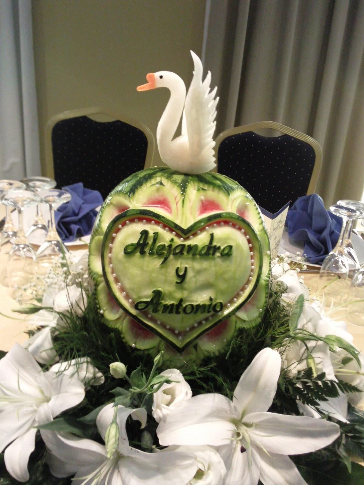 Tallado de frutas y verduras centro boda tallado en for Decoracion con verduras