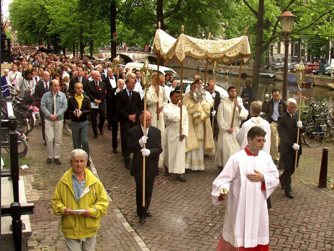 Broederschap van het Heilig Sacrament van Hasselt: Waarom ...: heiligsacrament.blogspot.com/2012/02/waarom-sacramentsprocessie...