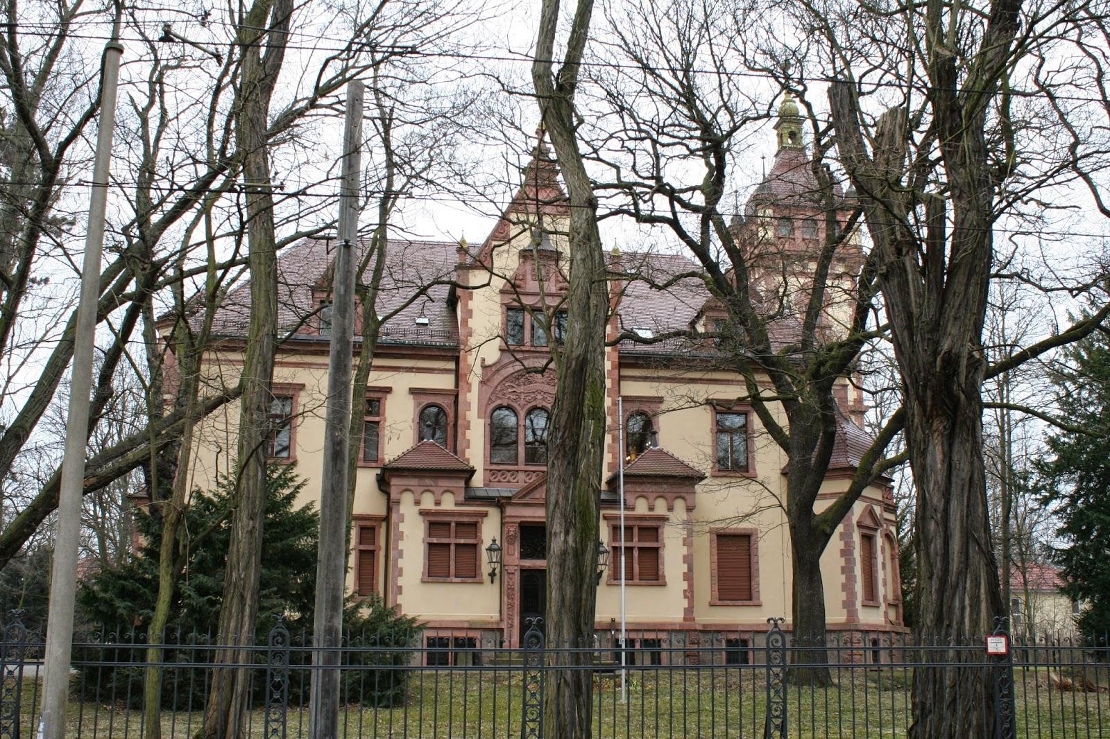 Die Thorer-Villa, in der seit 1992 das Verwaltungsgericht beheimatet ist, wurde in den Jahren 1897 und 1899 erbaut
