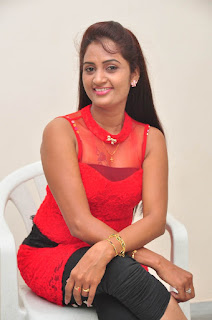Kaveri Glam pics at Andala chandamama 025.jpg