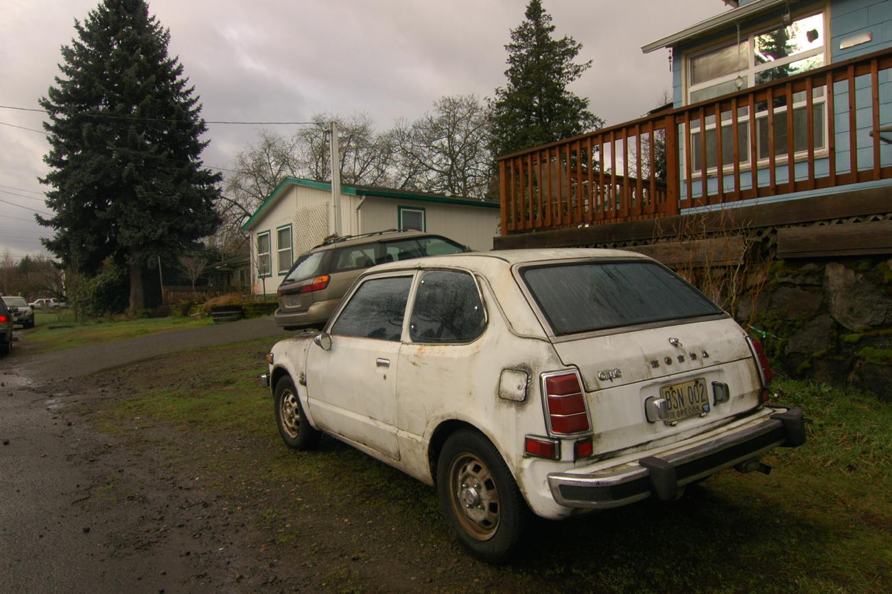 old parked cars 1975 honda civic. Black Bedroom Furniture Sets. Home Design Ideas