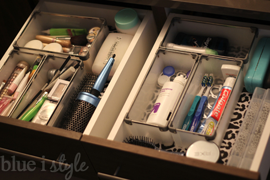Featured i 39 m sharing tips for organizing toiletries blue i style creating an organized for How to organize bathroom drawers