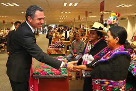 Artesanas de Huañec en la Feria Nacional del Perú