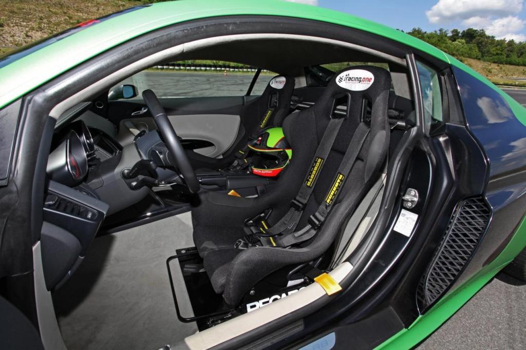 [Resim: Racing+One+R8+V10+3.jpg]
