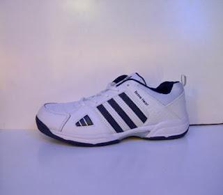 sepatu adidas brave heart putih lis hitam