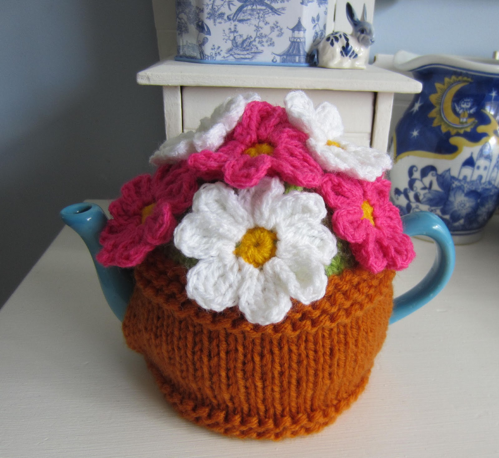 Free Knitting Pattern For 2 Cup Tea Cosy : Justjen-knits&stitches: Flower Pot Tea Cosy