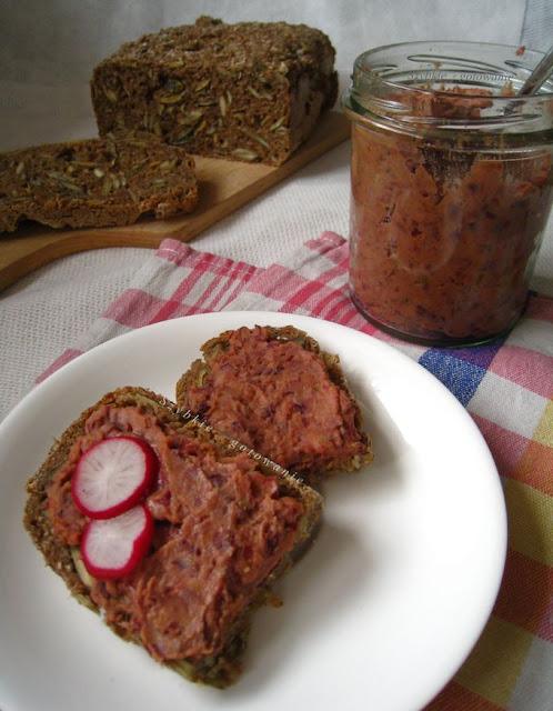 Pasta do chleba z czerwonej fasoli i pomidorów
